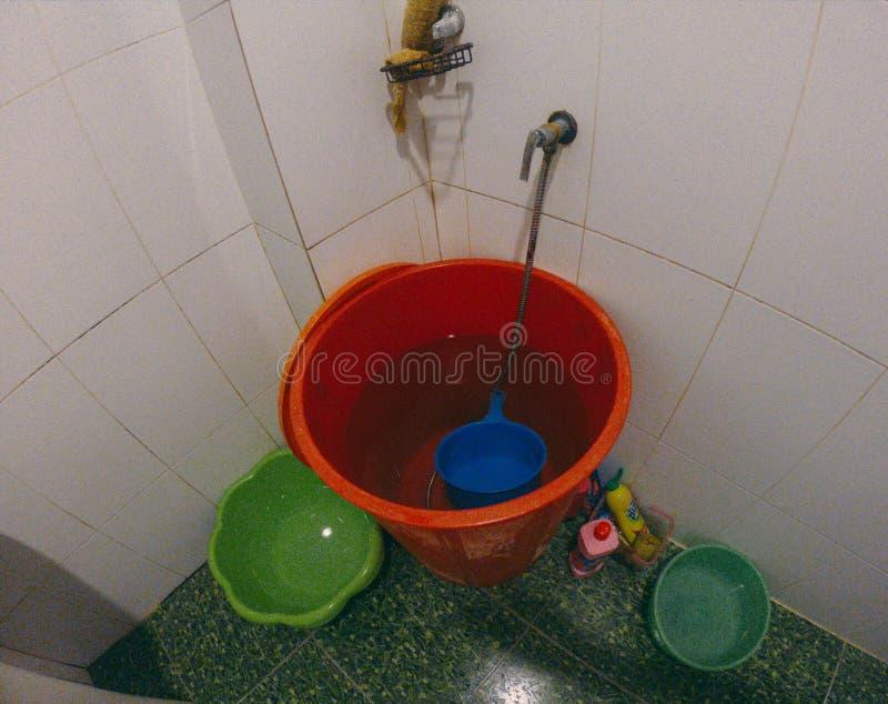 Salle de bains intérieure, blanc, moderne, conception, bain, maison, pièce, évier, lumière, miroir, maison, baignoire photographie stock