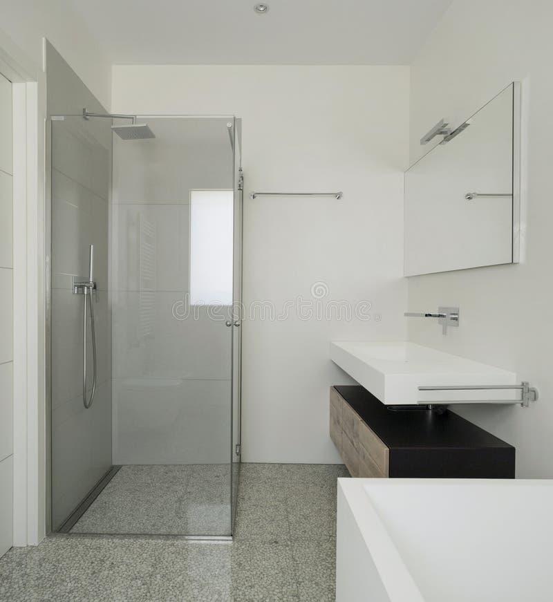 salle de bains intérieure et moderne image stock
