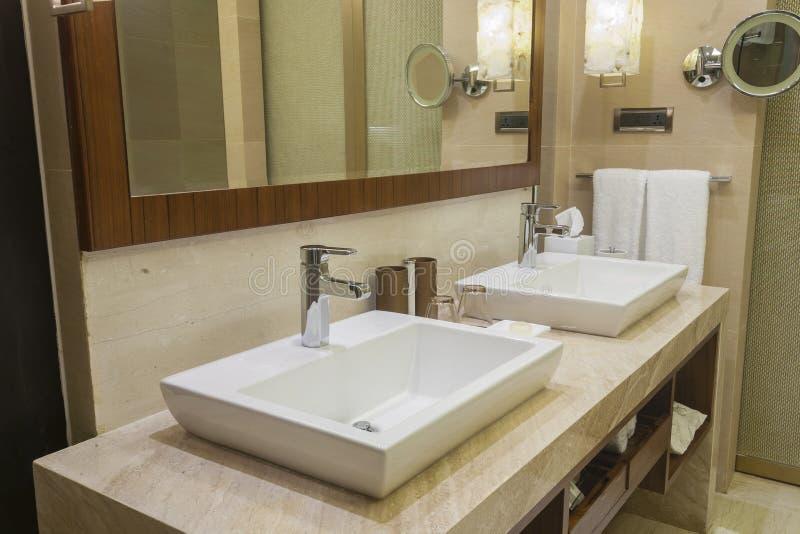 Salle de bains luxueuse d'hôtel image libre de droits