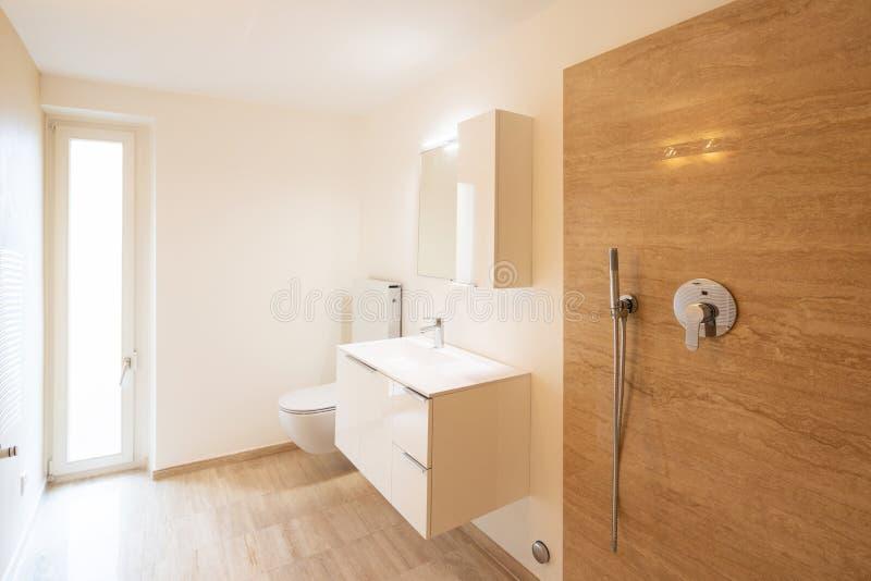 Salle de bains de marbre minimaliste moderne, élégante photo libre de droits