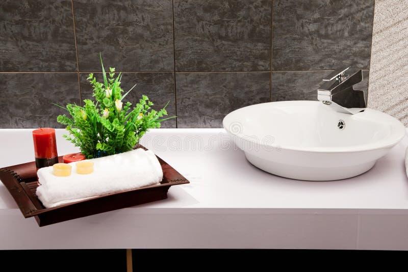 Salle de bains moderne photos libres de droits