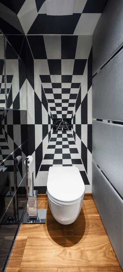 Salle de bains moderne avec la décoration noire et blanche, plancher de parquet image libre de droits