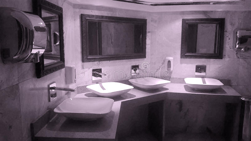 Salle de bains moderne intérieure photos libres de droits