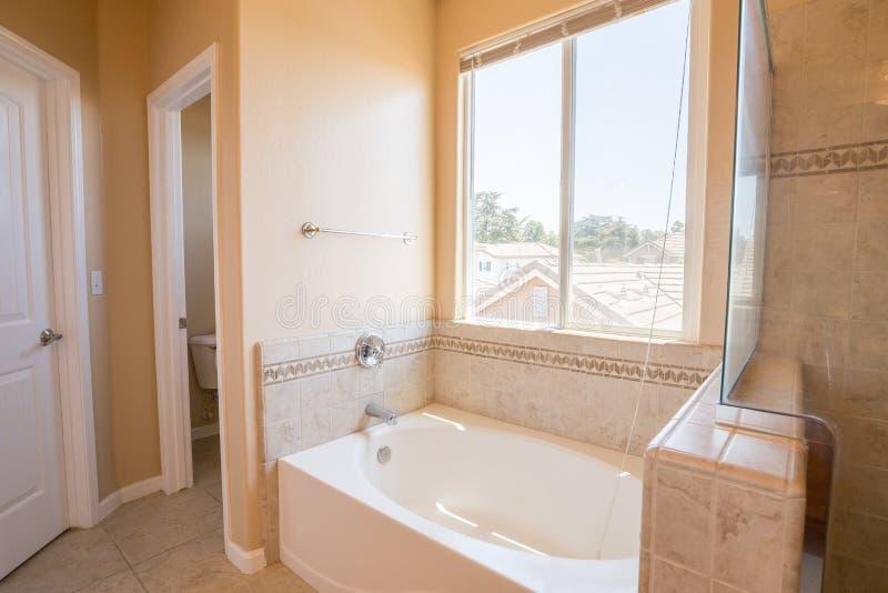 Salle de bains principale photographie stock