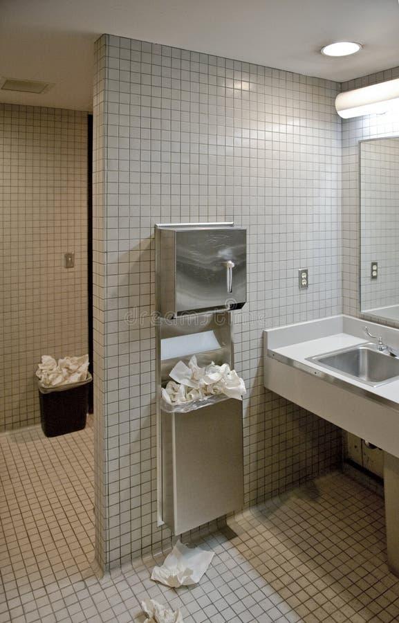 Salle de bains publique image stock