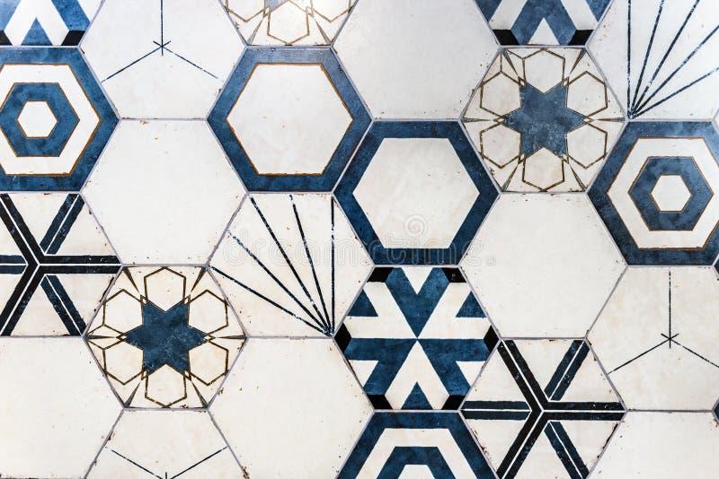 Salle de bains, toilette ou cuisine moderne colorée hexagonale en céramique photos libres de droits