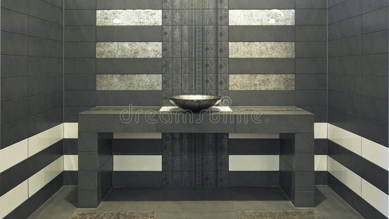 Salle de bains très moderne de symétrie photo stock