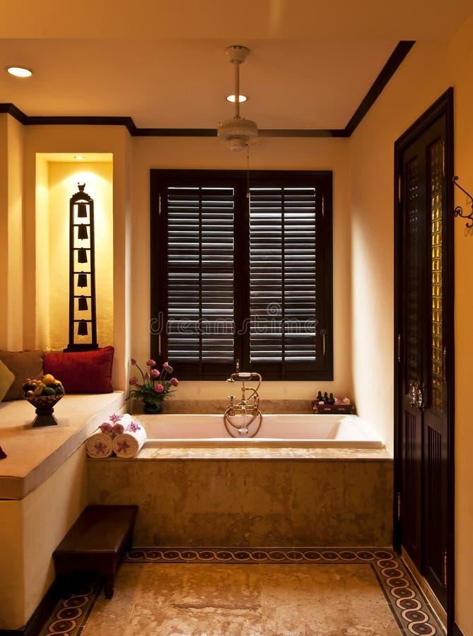 salle de bain tropicale salle de bain tropicale quelles plantes avoir pour une salle de bain. Black Bedroom Furniture Sets. Home Design Ideas