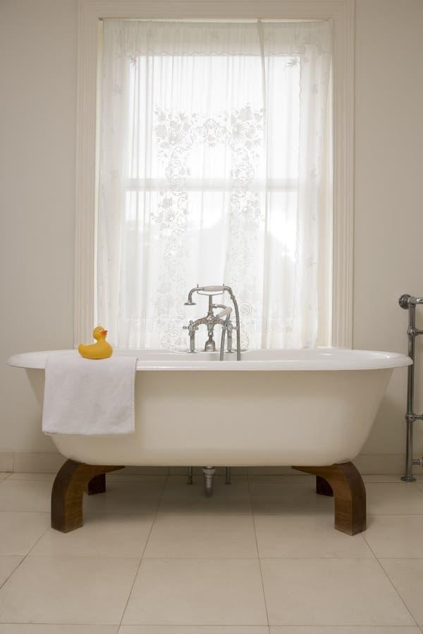 Salle de bains vide photographie stock libre de droits