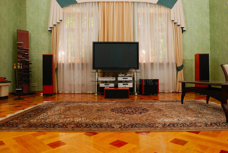 Salle de cinéma à la maison de luxe images stock