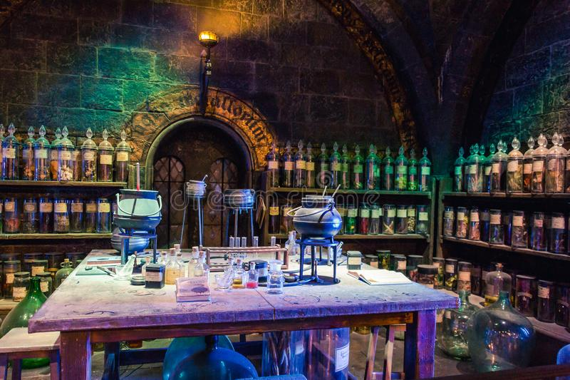Salle de classe de breuvages magiques à la fabrication de Harry Potter Studio images libres de droits