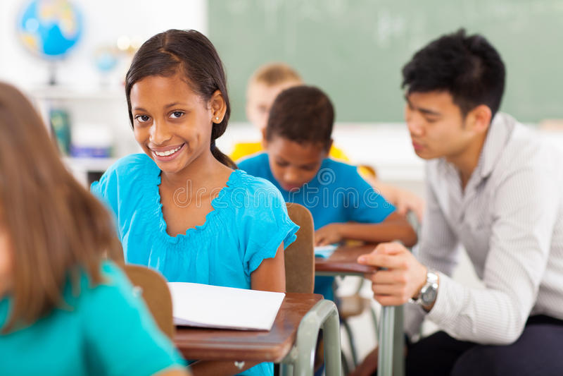Salle de classe de fille d'école image libre de droits