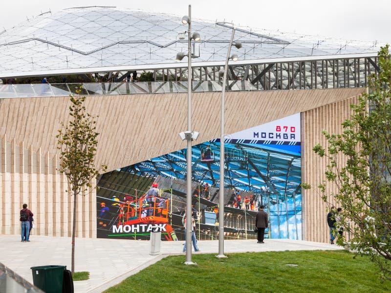 Salle de concert en parc de Zaryadye à Moscou image libre de droits