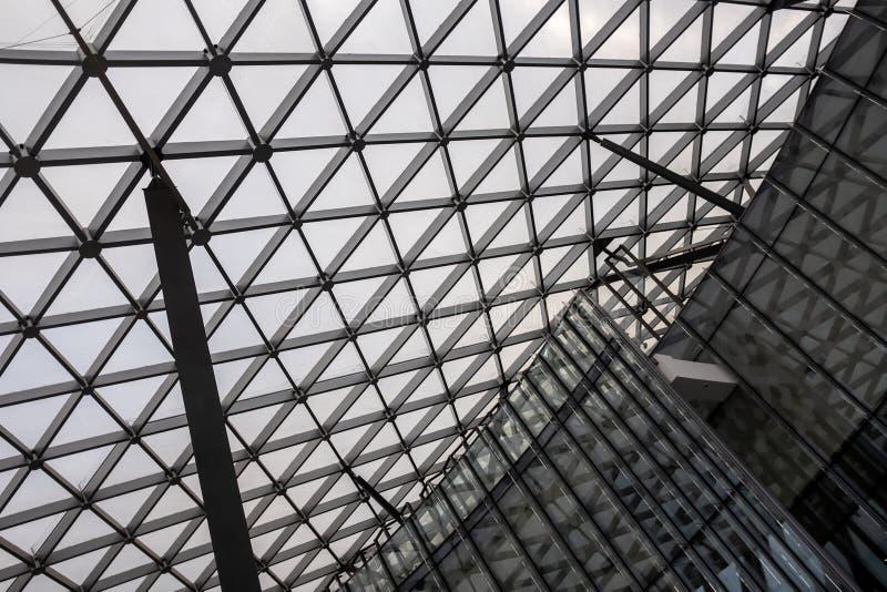Salle de concert en parc de Zaryadye dans la ville Moscou images libres de droits
