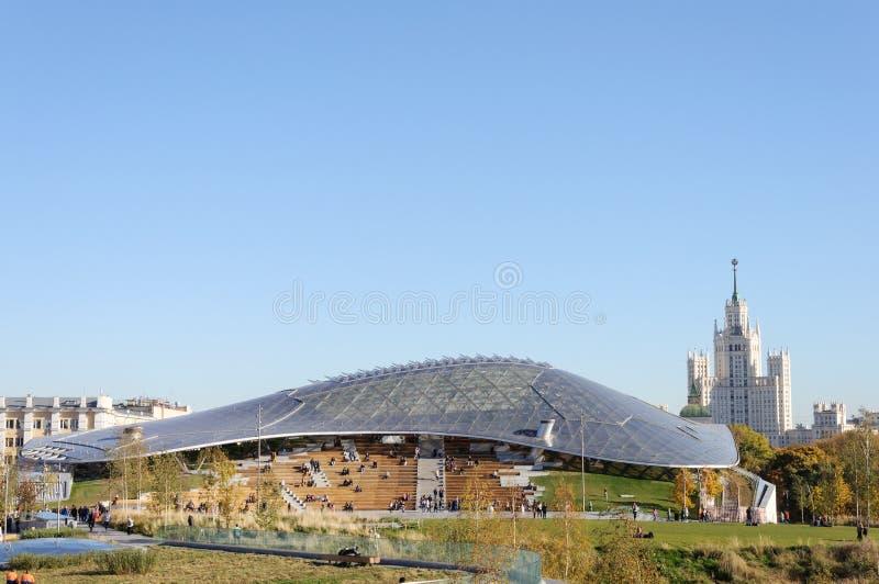 Salle de concert en parc Zaryadye, Moscou photos stock