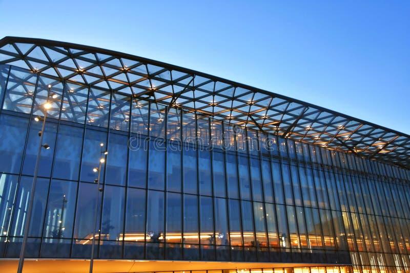 Salle de concert Zaryadye à Moscou Architecture moderne de Moscou photographie stock libre de droits