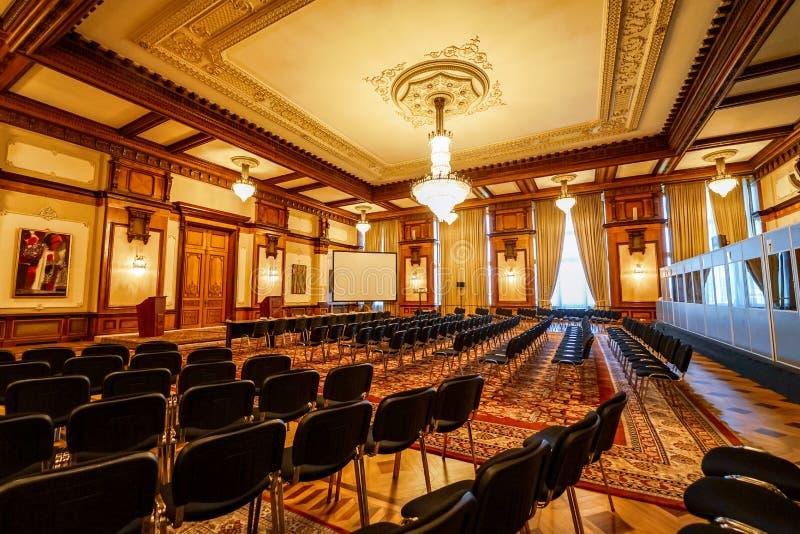 Salle de conférence intérieure en palais de Ceausescu photo stock
