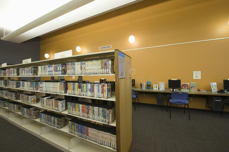 Salle de lecture de bibliothèque images libres de droits
