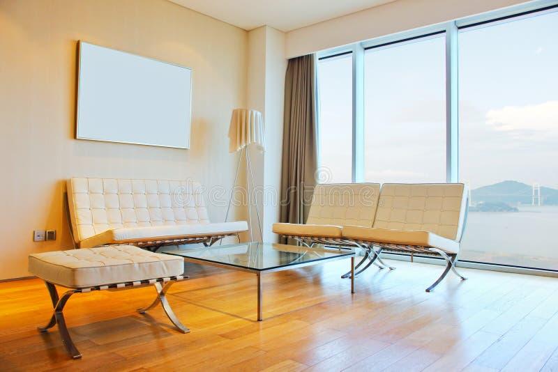 Salle de séjour avec la vue grande photos libres de droits