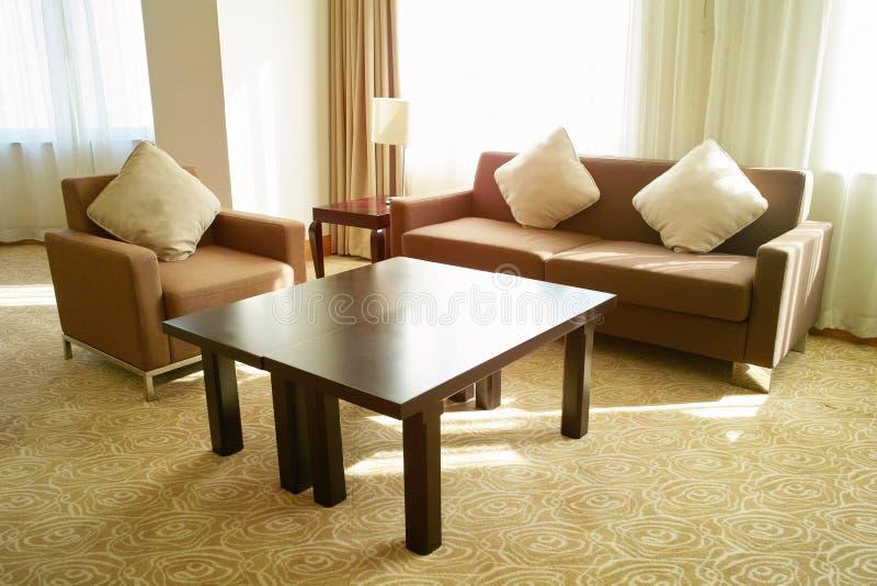 Salle de séjour avec le sofa photo libre de droits