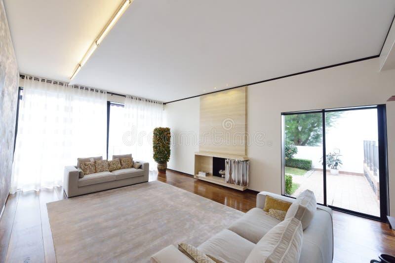Salle de séjour moderne image stock. Image du créateur ...