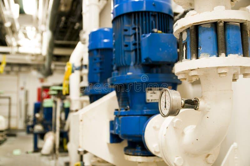 Salle des machines à bord de bateau moderne image stock