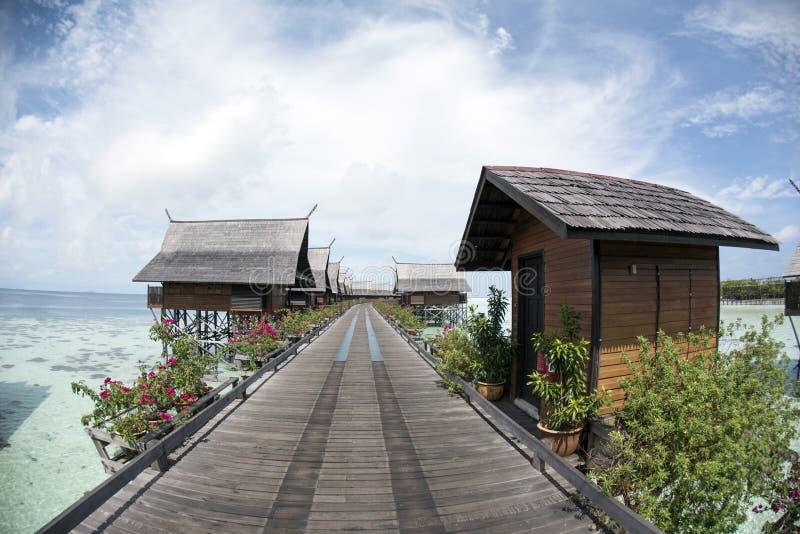 Salles en bois sur la mer de Celebes photo libre de droits
