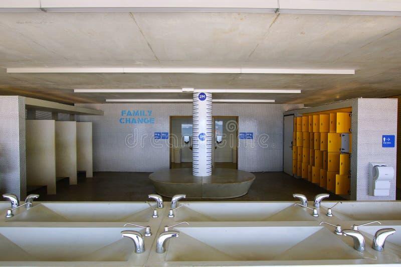 Salles modernes de changement, plage de Coogee, Sydney, Australie images stock
