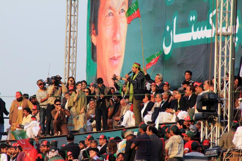 Salman Ahmed que se realiza en la reunión de PTI adentro fotografía de archivo libre de regalías