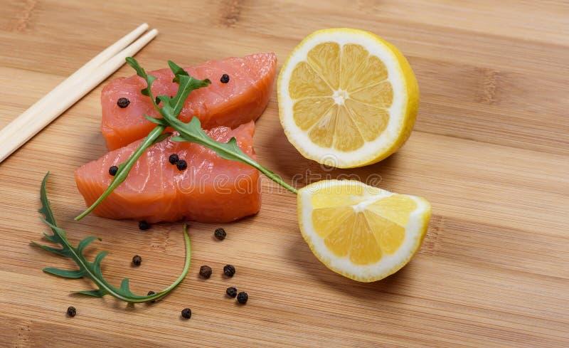 Salmon куски и палочки стоковые изображения