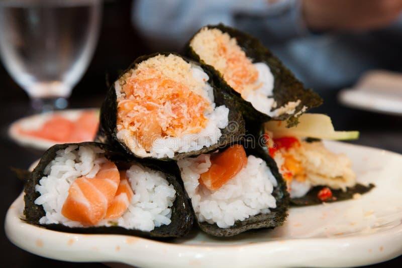 Salmon суши Handroll стоковое фото rf