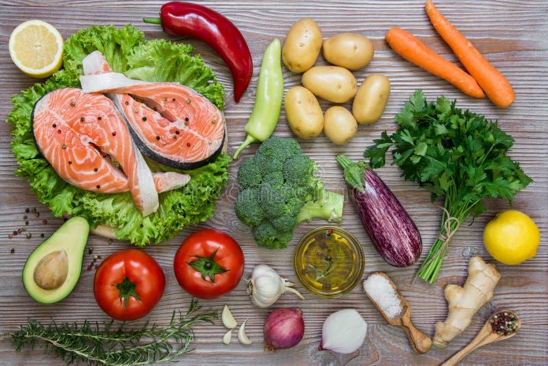Salmon филе и ингридиенты лета vegetable, специи стоковое фото rf