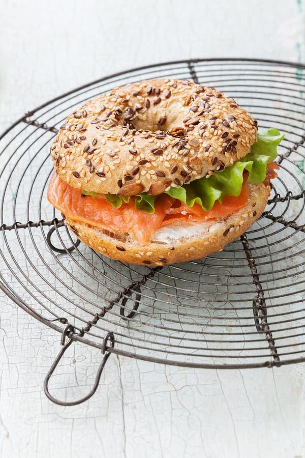Salmon Bagel Sandwich foto de archivo libre de regalías
