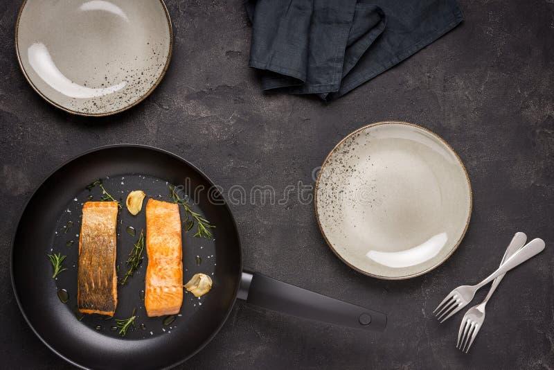 Salmon Fillets grigliato in padella fotografia stock