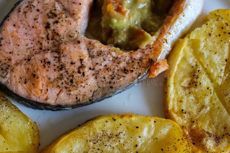 Salmon Food Nutritious Dishes grelhado foto de stock