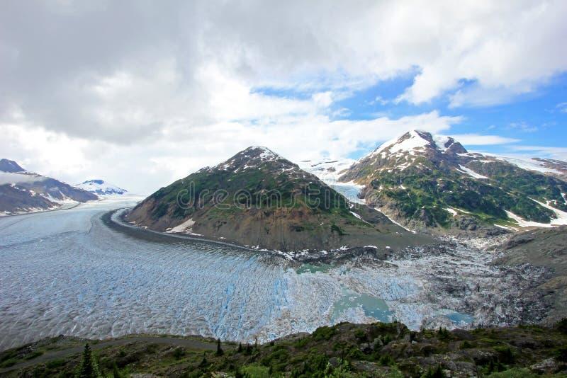 Salmon Glacier cerca de Hyder, de Alaska y de Stewart, Canadá, el glaciar está situado a la derecha en el lado canadiense del boo fotos de archivo
