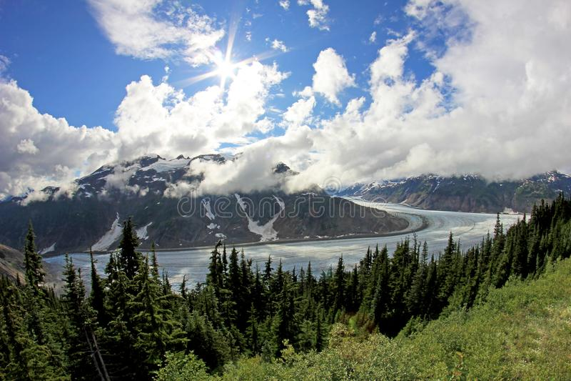 Salmon Glacier perto de Hyder, de Alaska e de Stewart, Canadá, a geleira é encontrado exatamente o lado canadense do booarder fotos de stock