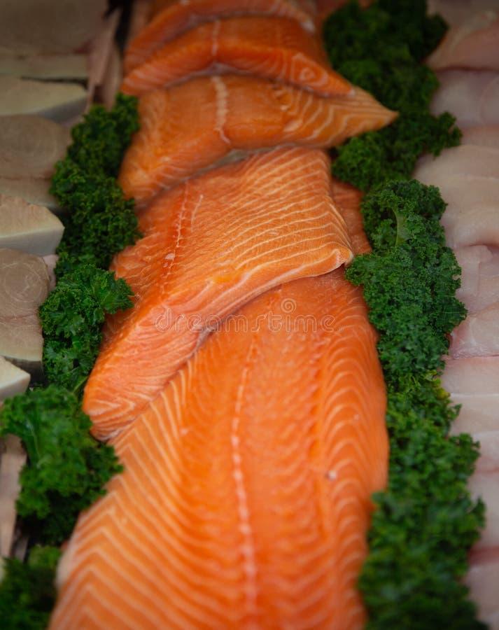 Salmon Ready per grigliare fotografia stock libera da diritti