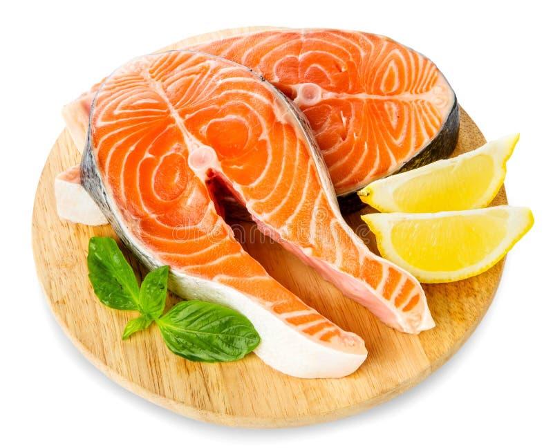 Salmon Red Fish Steak crudo fresco isolato su un fondo bianco fotografie stock libere da diritti