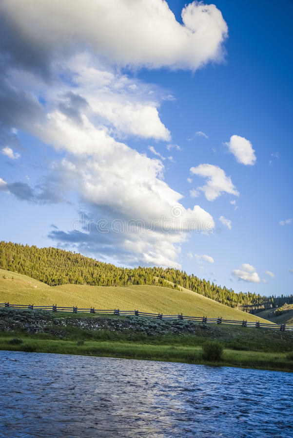 Salmon River y colinas en Idaho fotos de archivo libres de regalías