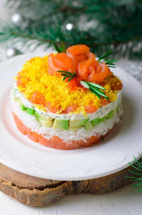 Salmon Salad, Feestelijke Gelaagde Salade, het Voorgerecht van de de Wintervakantie royalty-vrije stock fotografie