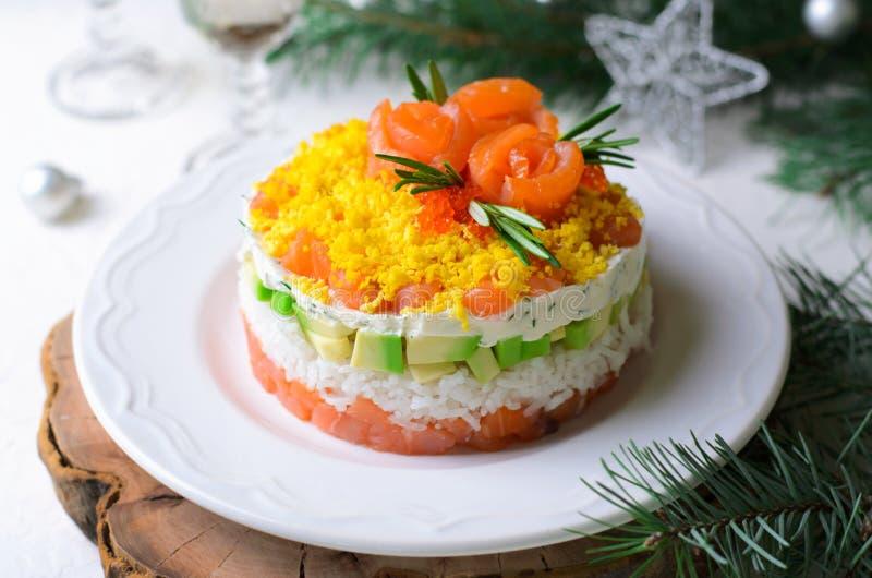 Salmon Salad, Feestelijke Gelaagde Salade, het Voorgerecht van de de Wintervakantie royalty-vrije stock foto