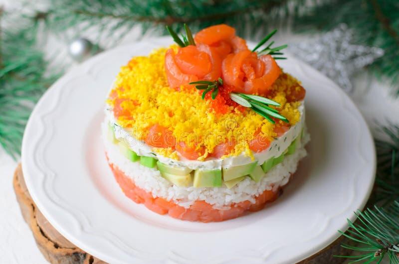 Salmon Salad, Feestelijke Gelaagde Salade, het Voorgerecht van de de Wintervakantie royalty-vrije stock foto's