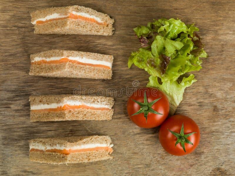 Salmon Sandwiches fumé en pain de Brown photo stock