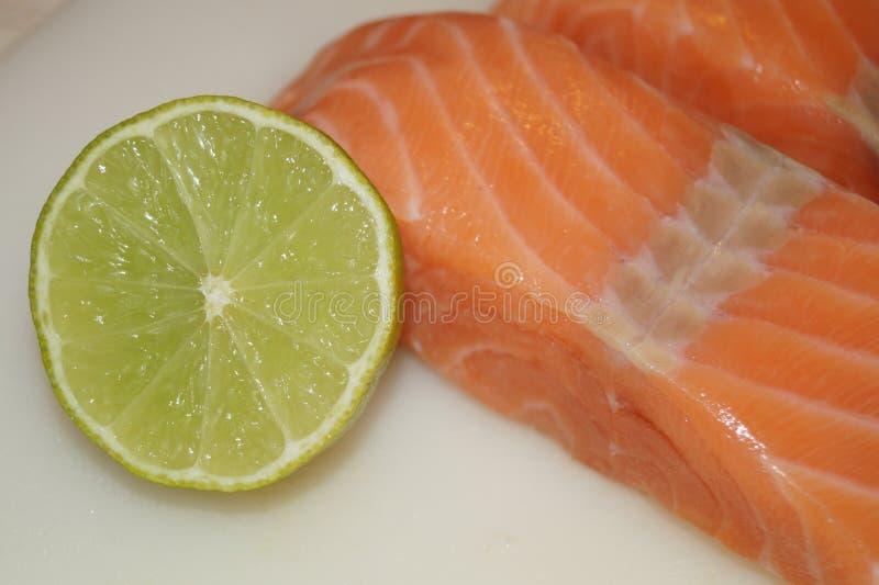 Salmon Steak con i gamberetti immagine stock libera da diritti