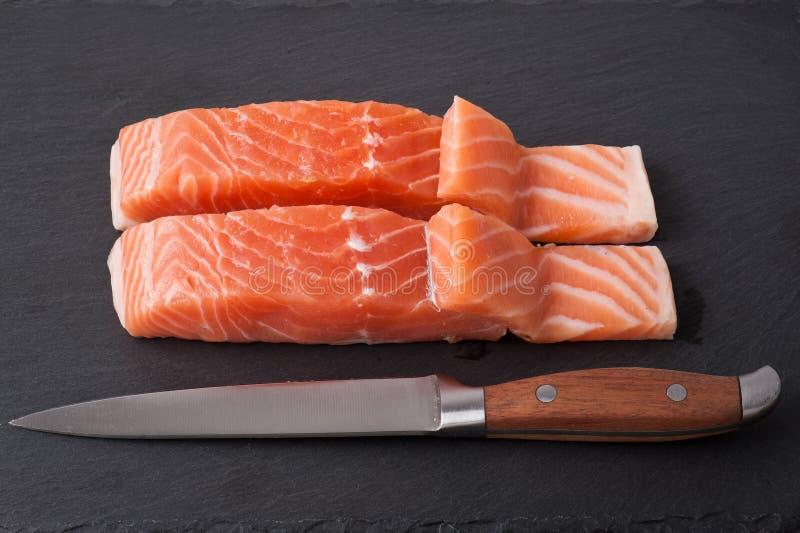 Salmon Steak en pizarra foto de archivo