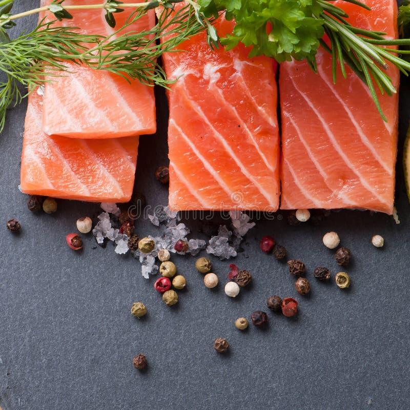 Salmon Steak en pizarra fotos de archivo libres de regalías