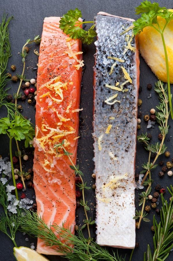 Salmon Steak en pizarra foto de archivo libre de regalías