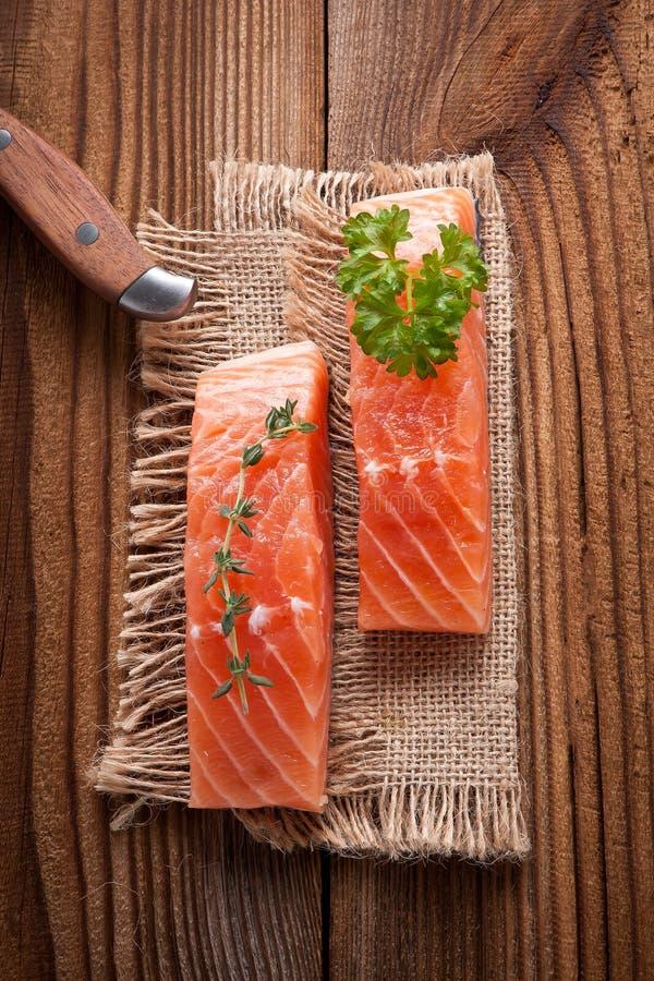 Salmon Steak kritiserar på arkivfoton