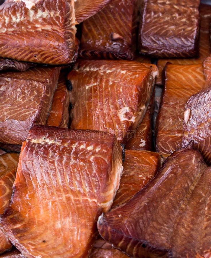 Salmon Steaks Displayed grelhado no mercado dos fazendeiros fotos de stock royalty free